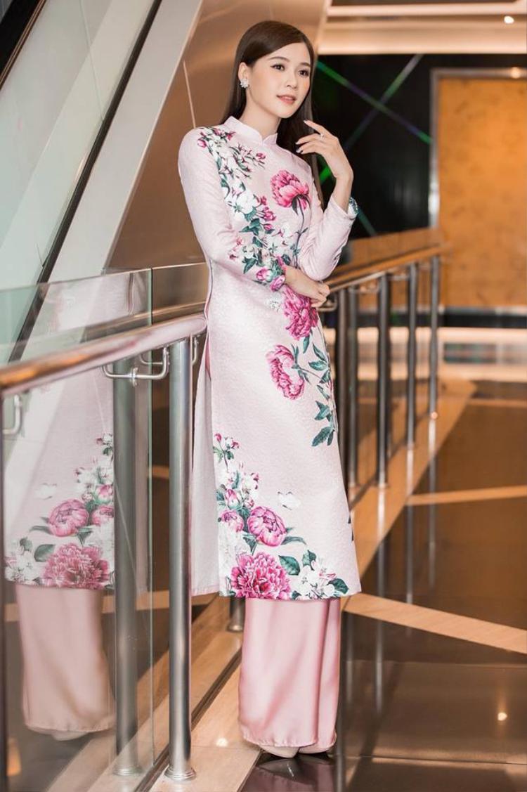 """Sau 10 năm được biết tới với danh xưng """"hot girl số 1 Sài thành"""", Hà My của hiện tại ngày càng quyến rũ, trưởng thành và sở hữu khối tài sản khiến nhiều người mơ ước."""