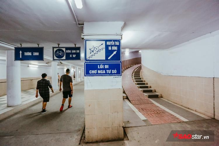 Giao thông trong hầm cũng rất tiện lợi, từ đây có thể đi lên đường Trường Chinh hoặc thông ra chợ Ngã Tư Sở và đường Nguyễn Trãi.