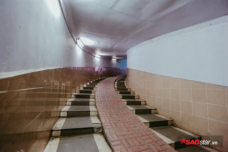 Hầm đi bộ này được thiết kế dành cho người đi bộ, xe thô sơ đi qua Ngã Tư Sở để tránh xung đột giao thông với các phương tiện khác trên mặt đất.