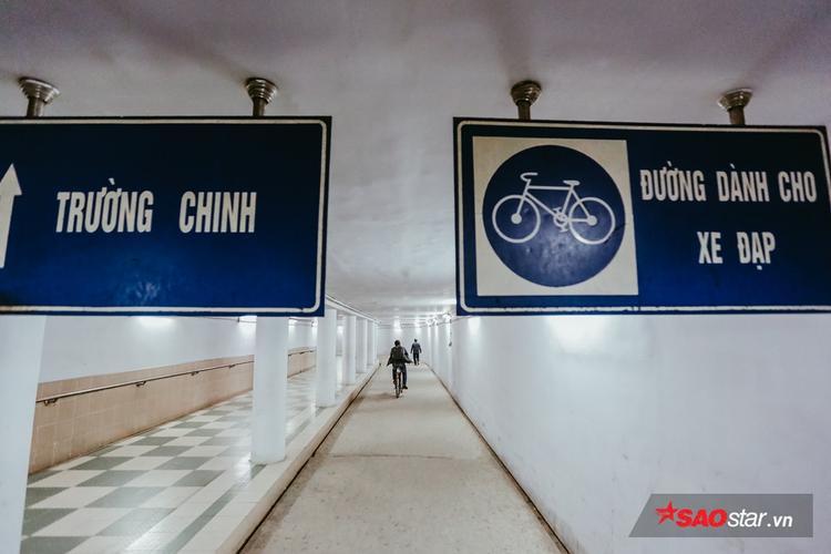 Một cửa xuống hầm đi bộ ở trên mặt đường Trường Chinh (quận Đống Đa, Hà Nội).