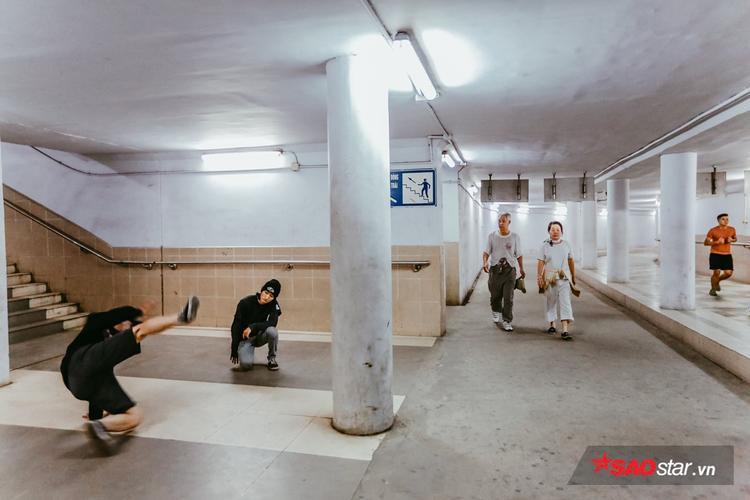 Hệ thống hầm ngầm đi bộ tại khu vực Ngã Tư Sở (Hà Nội) được khánh thành và đưa vào sử dụng từ năm 2007 với chiều dài 500m và tổng mức đầu tư 1.400 tỷ đồng.