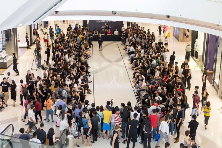Không khí của buổi casting tại trung tâm thương mại Crescent Mall nóng lên bởi sự tham gia đông đảo và nhiệt tình của hàng trăm khán giả.