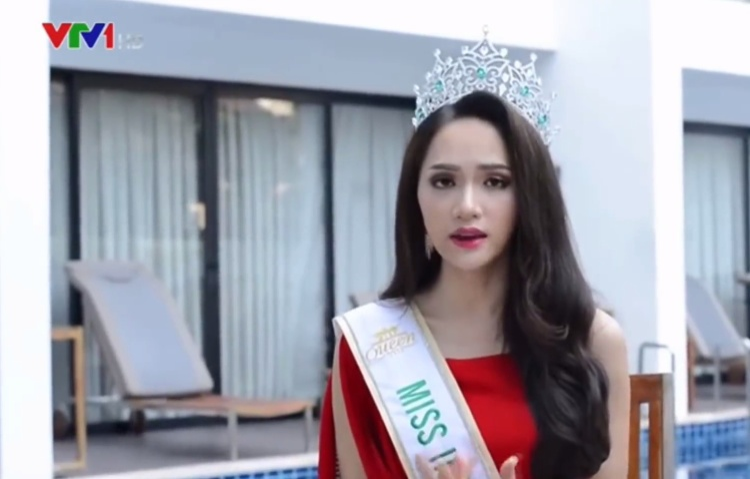 Hương Giang trả lời phỏng vấn của VTV từ Thái Lan.