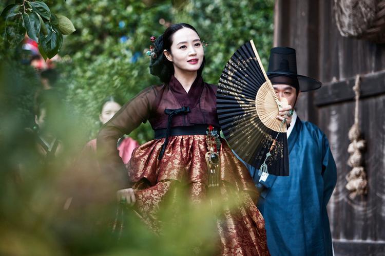 """""""Bà Hoàng"""" phòng vé Kim Hye Soo."""