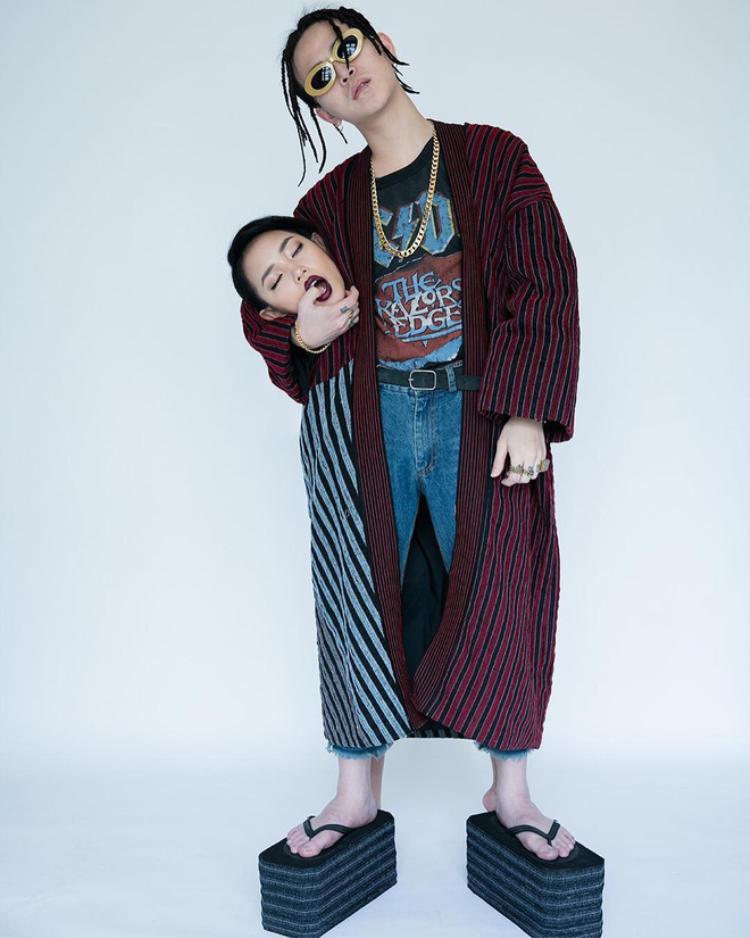 Tuy nhiên, cũng vô cùng trùng hợp khi vào tháng 2 năm 2017 - trước khi show Gucci diễn ra, cặp đôi Châu Bùi, Decao cũng từng chụp một bộ ảnh có concept tương tự. Hình ảnh được nhiếp ảnh gia Tuấn Anh (Tuanfr) người chụp loạt ảnh này đăng tải lên trang cá nhân từ đầu năm 2017.