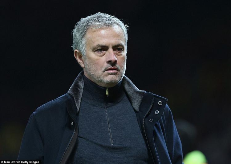 HLV Mourinho kém sắc. Lâu lắm rồi , người hâm mộ chưa thấy vị HLV tài ba này dẫn dắt một đội bóng góp mặt trong một trận chung kết Champions League.