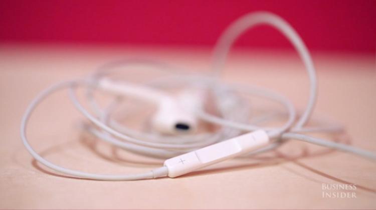 Với tất cả những chiếc iPhone từ dòng iPhone 7 đổ xuống, chúng đều được bán kèm một chiếc tai nghe như thế này.