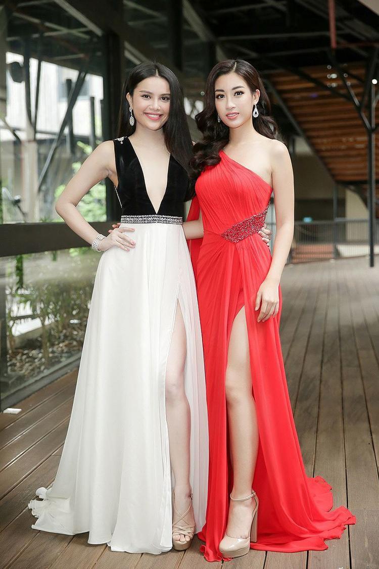 Bộ đầm đỏ yêu kiều tôn lên làn da trắng sứ không tì vết của Đỗ Mỹ Linh.