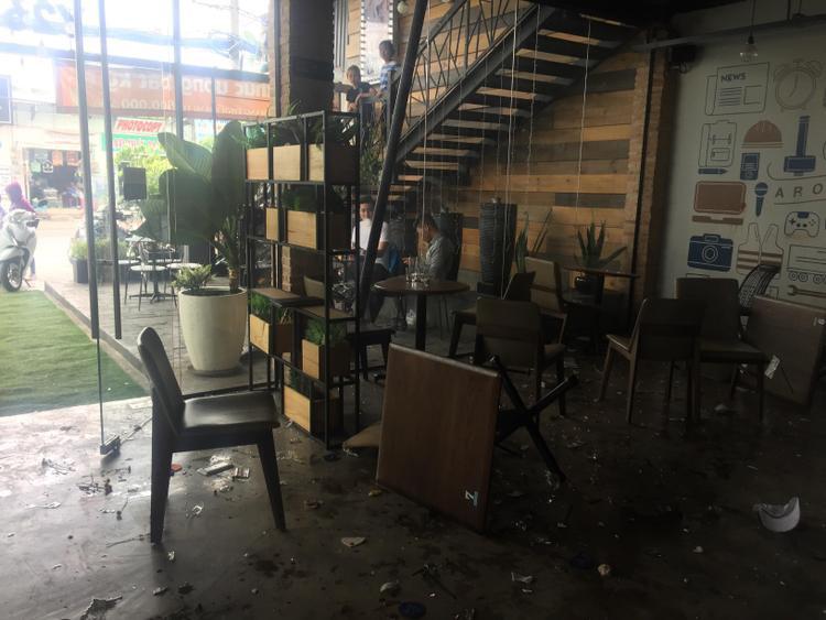 Hai băng nhóm giang hồ ẩu đả ở quán cà phê, khách bỏ chạy tán loạn