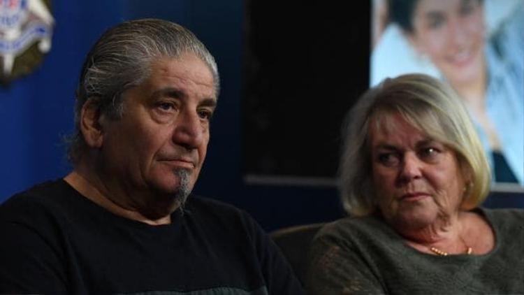 Bố và mẹ của nạn nhân. Ảnh Theaustralian