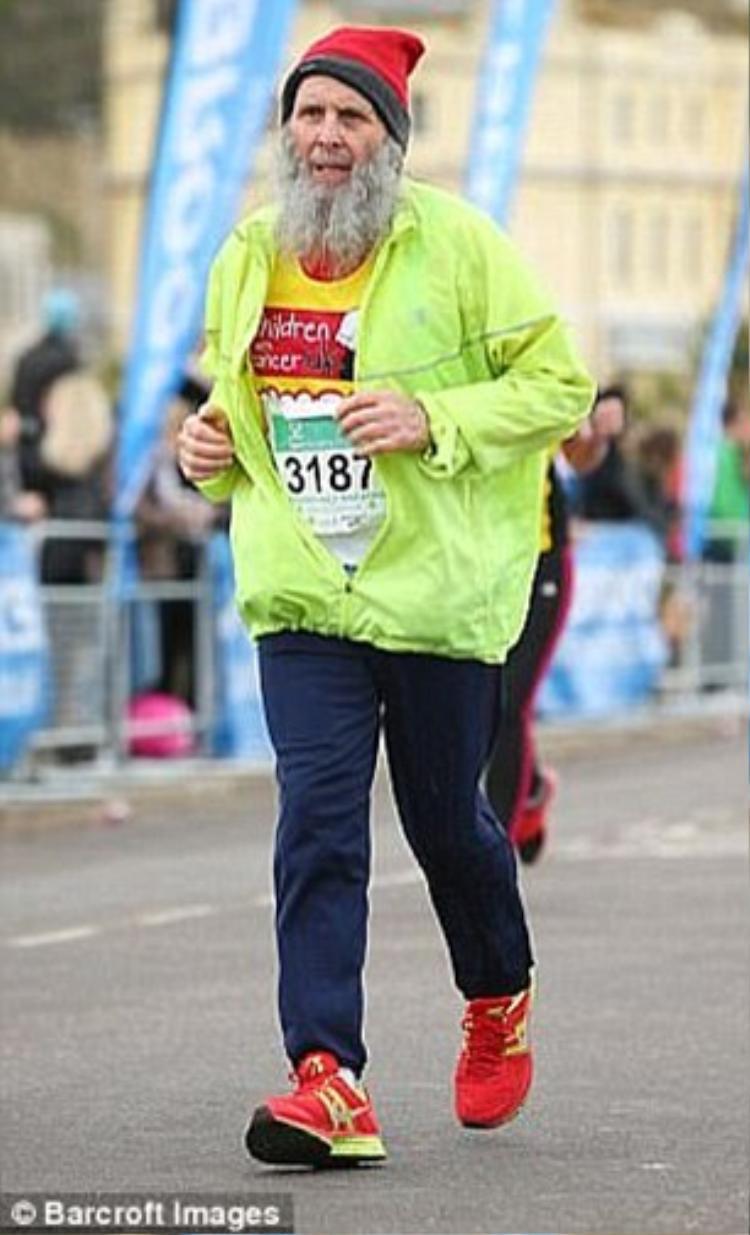 Ông Graham tham gia cuộc thi chạy marathon ở hạt Kent. Ảnh: Barcroft