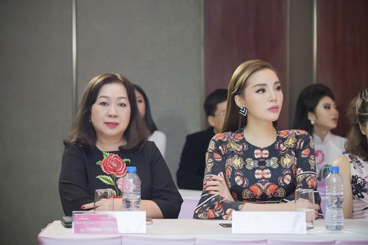 Hoa hậu Việt Nam 2014 Nguyễn Cao Kỳ Duyên sắc sảo tại sự kiện.