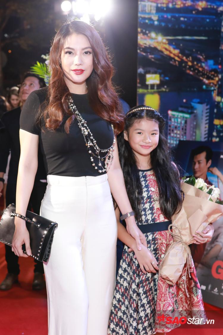 """Trương Ngọc Ánh gây ngạc nhiên khi dẫn con gái đến mừng buổi ra mắt phim của """"chồng cũ"""" Trần Bảo Sơn."""