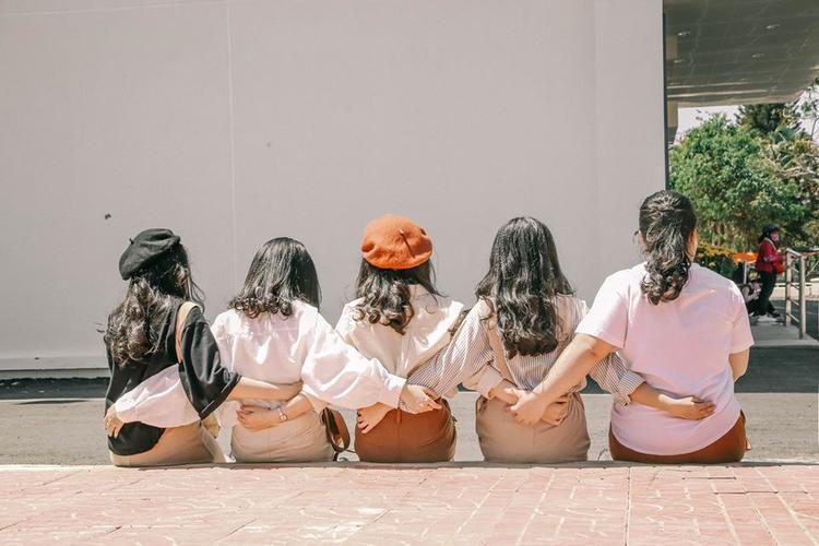 Có một thanh xuân rực rỡ hiện ra thật xinh xắn trong bộ ảnh của nhóm bạn gái thân 4 năm