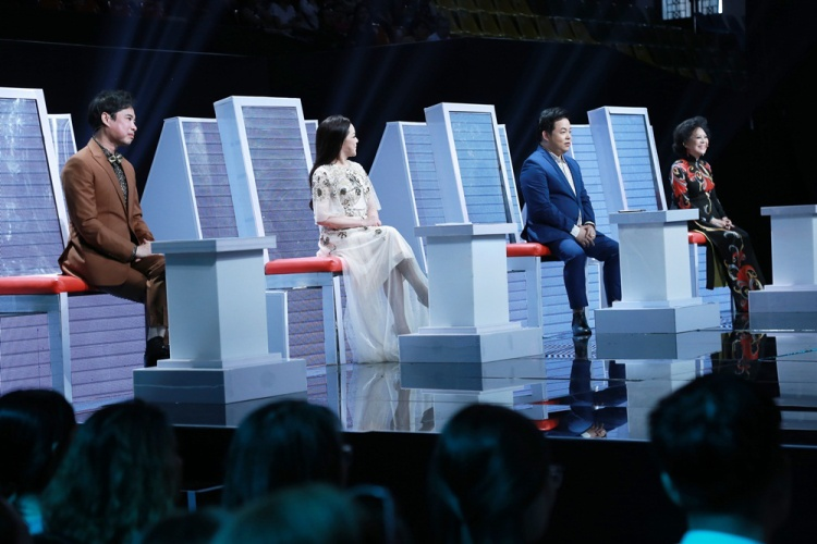Đêm thi đặc biệt có sự xuất hiện của chiếc ghế nóng thứ 4 là khách mời Giao Linh. Nữ danh ca sẽ lắng nghe, đưa ra nhận xét và lựa chọn thí sinh mình yêu thích nhất bước vào vòng trong.
