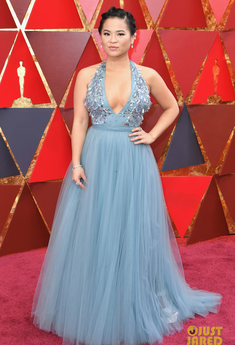 Kelly Marie Trần diện bộ đầm gợi cảm tham dự lễ trao giải Oscar tại nhà hát Dolby ở Los Angeles.