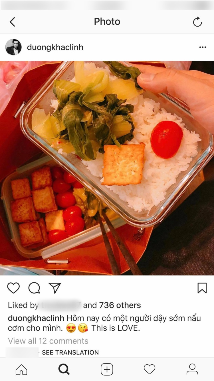 """Dương Khắc Linh đăng ảnh với dòng trạng thái: """"Hôm nay có một người dậy sớm nấu cơm cho mình. This is Love""""."""