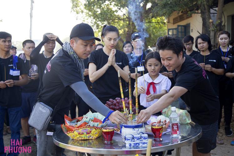Lễ khai máy của Ngô Thanh Vân, bé Cát Vy và đạo diễn Lê Văn Kiệt.