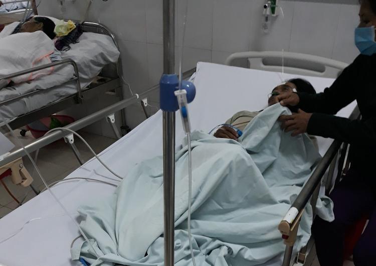 Một trong số các số các nạn nhân cấp cứu tại bệnh viện sau cuộc nhậu rượu. Ảnh: CTV