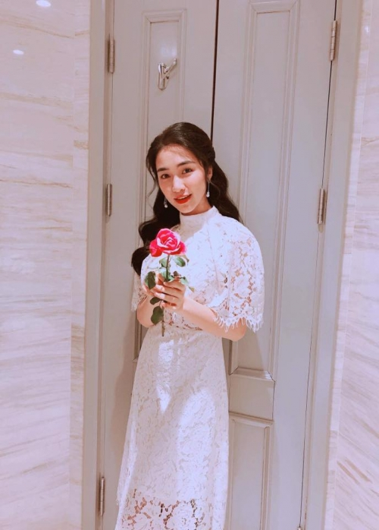 Hoà Minzy ngày càng rạng rỡ và yêu đời khi công khai người yêu mới.