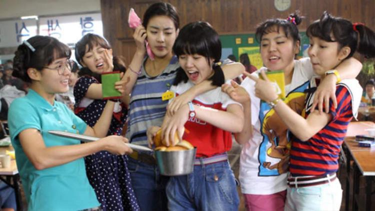 Nếu bản Việt là Tháng năm rực rỡ, thì nguyên tác Hàn Sunny là tháng năm dữ dội!