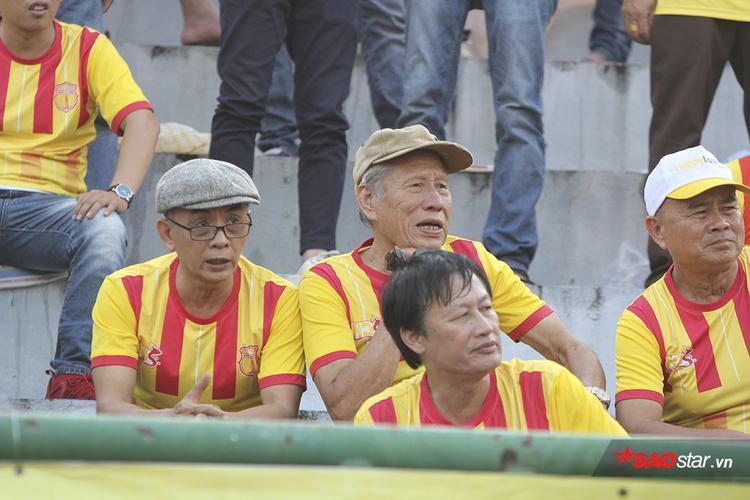 Tỉ số 2-1 được giữ nguyên cho đến hết giờ trong sự nuối tiếc của người hâm mộ đội khách.