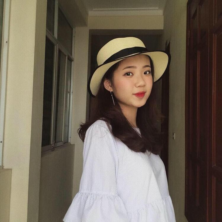 Vẻ mặt xinh như búp bê của Nguyễn Mỹ Hạnh - TA42A