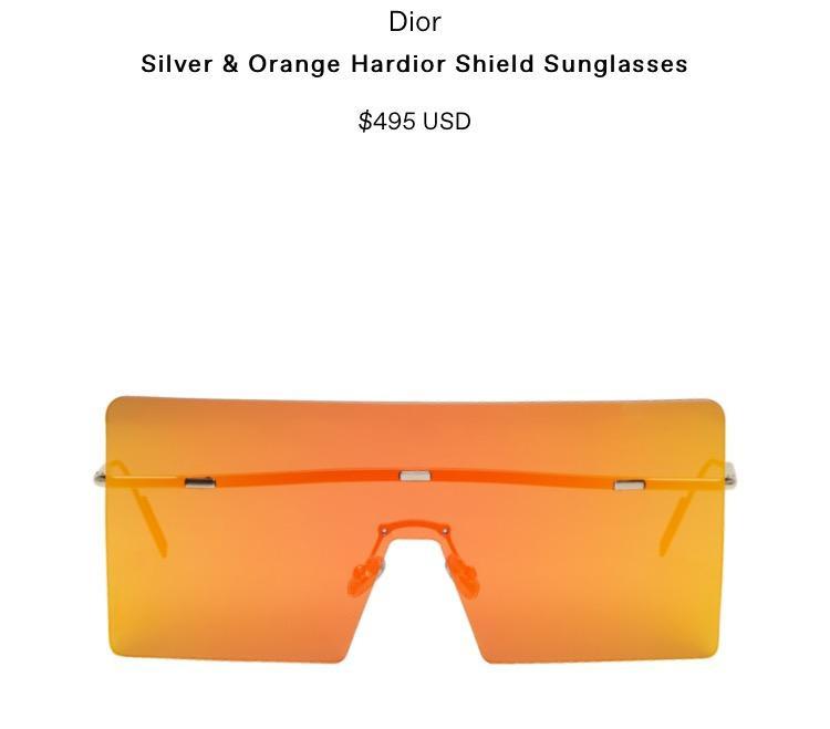 Chiếc kính này có giá gần 11 triệu đồng.