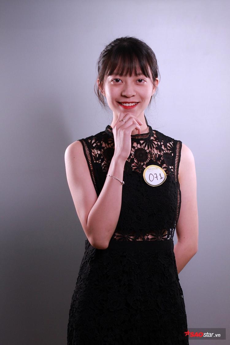 Cô gái xinh xắn Vũ Kim Ngân là sinh viên ĐH Kiến Trúc Hà Nội. Kim Ngân ngay lập tức thu hút ánh nhìn của người khác bởi nụ cười tỏa nắng, ngoài ra, cô bạn cũng sở hữu ngoại hình cân đối, phù hợp với đa dạng phong cách thời trang.