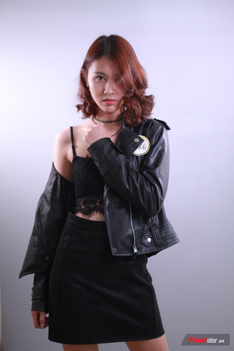 """Phan Thu Huyền hiện đang theo học tại ĐH Luật Hà Nội. Cô gái này là một trong những thí sinh nữ nổi bật tại """"The Face Of Law 2018"""". Phong thái tự tin, tạo dáng chuyên nghiệp cùng gu thời trang cá tính, Thu Huyền đang là cái tên được nhắc đến khá nhiều sau vòng loại."""