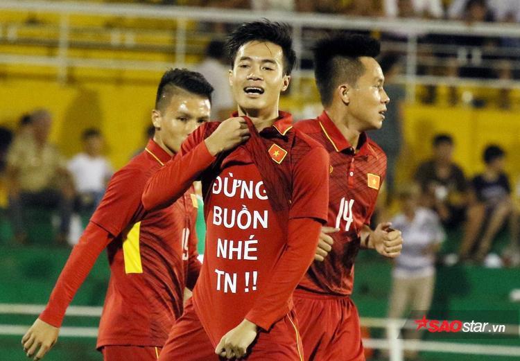 Văn Toàn gửi thông điệp yêu thương đến bạn gái mang tên Trang Nhung.