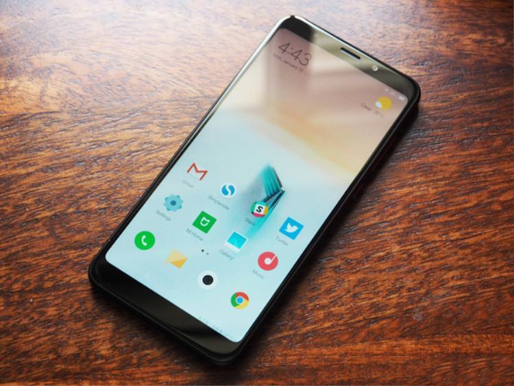 3 smartphone màn hình tràn viền, cấu hình khủng, giá tốt đang bán ở Việt Nam