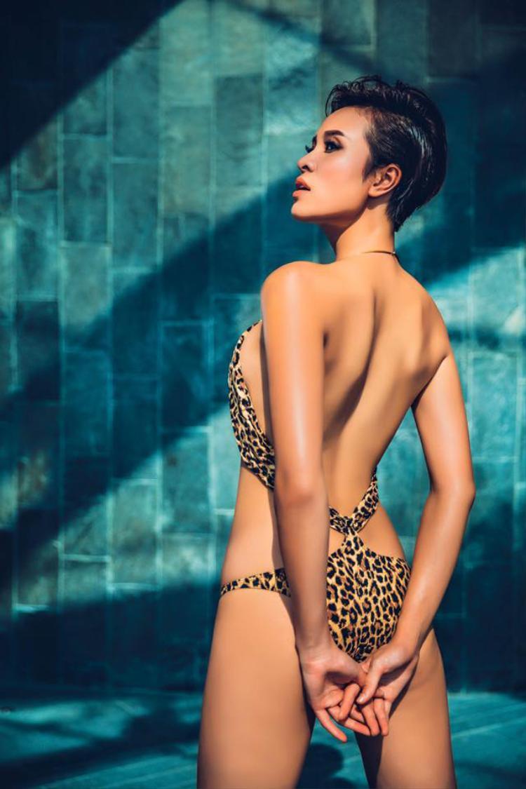 Ngoài danh hiệu giải Vàng Siêu mẫu Việt Nam 2012, Phương Mai cũng từng chinh chiến ở các cuộc thi quốc tế với thành tích như: Top 10 Siêu mẫu Châu Á 2009, Top 15 Hoa hậu Thế giới người Việt 2010.