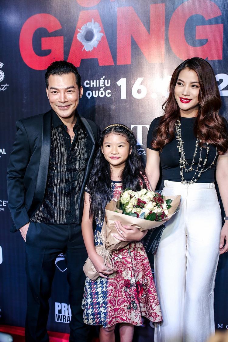 Trương Ngọc Ánh - vợ cũ của anh cùng con gái cũng đến ủng hộ anh tại sự kiện ra mắt phim.