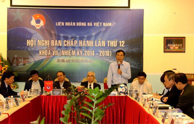 Phó Chủ tịch Trần Quốc Tuấn cùng bầu Đức ở cuộc họp BCH VFF vào hôm qua.