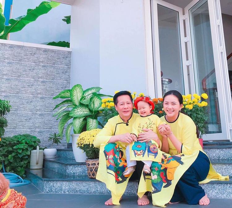 Phan Như Thảo và doanh nhân Đức An đính hôn vào tháng 11/2015. Cặp đôi chào đón con gái đầu lòng Bồ Câu vào sáng 2/11/2016.