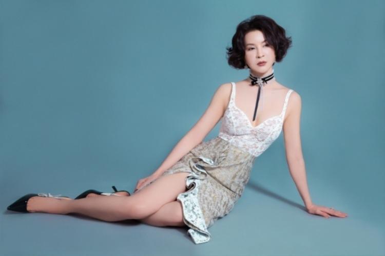 Những mẫu váy sexy thuộc trào lưu 2018, sản phẩm được các cô gái 18, đôi mươi ưa chuộng vẫn được Thanh Mai yêu thích và chọn lựa để chưng diện.