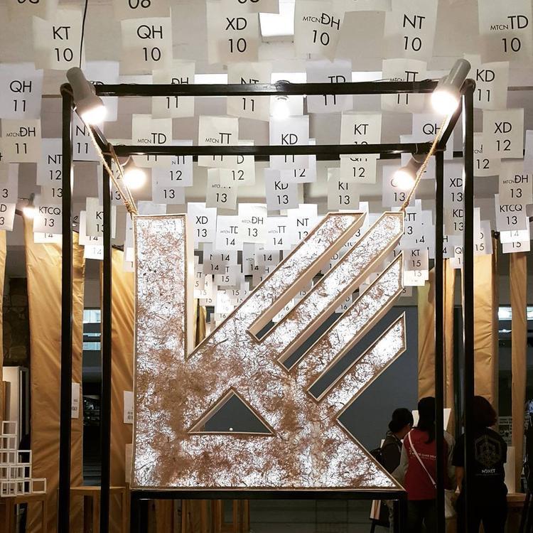 Trường vào những mùa truyền thống, triển lãm sẽ trông như bảo tàng nghệ thuật với các góc sắp đặt do chính sinh viên tạo ra.
