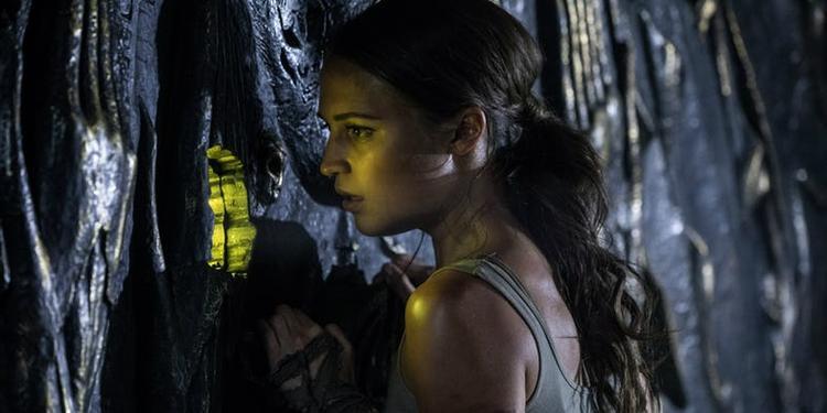 Alicia Wikander trong vai Lana Croft.