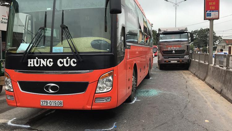 Hiện trường vụ tai nạn trên QL1