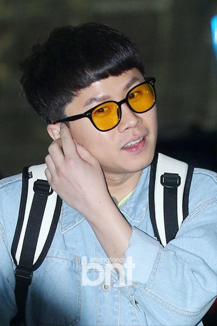 Lee Seung Gi, Yook Sung Jae có mặt tại sân bay Hàn, chuẩn bị đến Việt Nam