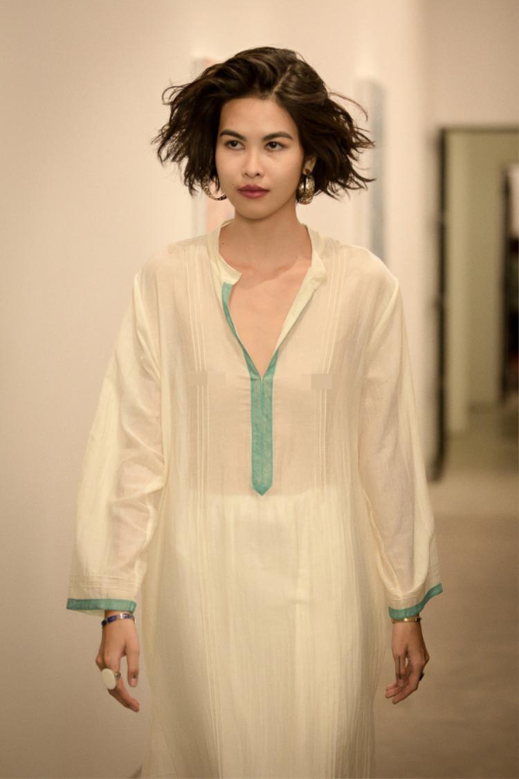 Sử dụng chất liệu tự nhiên cùng phom dáng suông, các chi tiết cổ áo, tay áo cũng được làm rộng hết mức nhằm đem lại sự thoải mái cho người mặc.