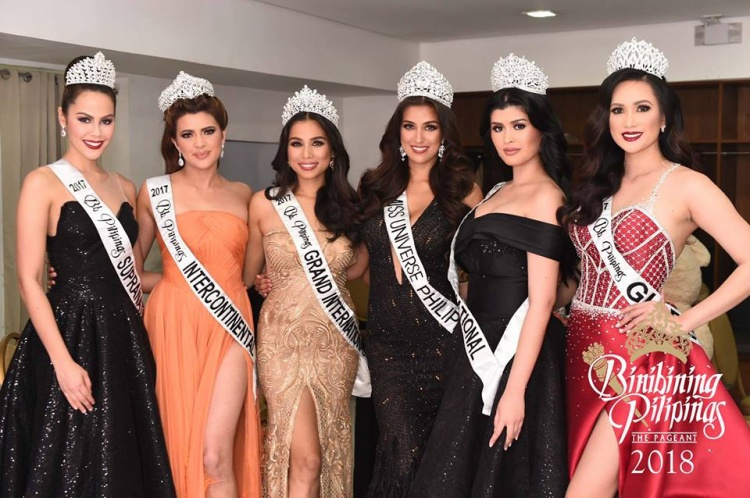 Dàn hoa hậu Philippines 2017 trong thời khắc chuyển giao quyền lực. Vương miện năm nay được đầu tư mới hoàn toàn.