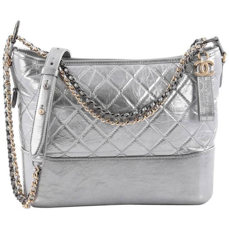 Chiếc túi có tên đầy đủ làChanel gabrielle hobo bag in silver, được bán với giá 3600 USD (gần 82 triệu đồng).