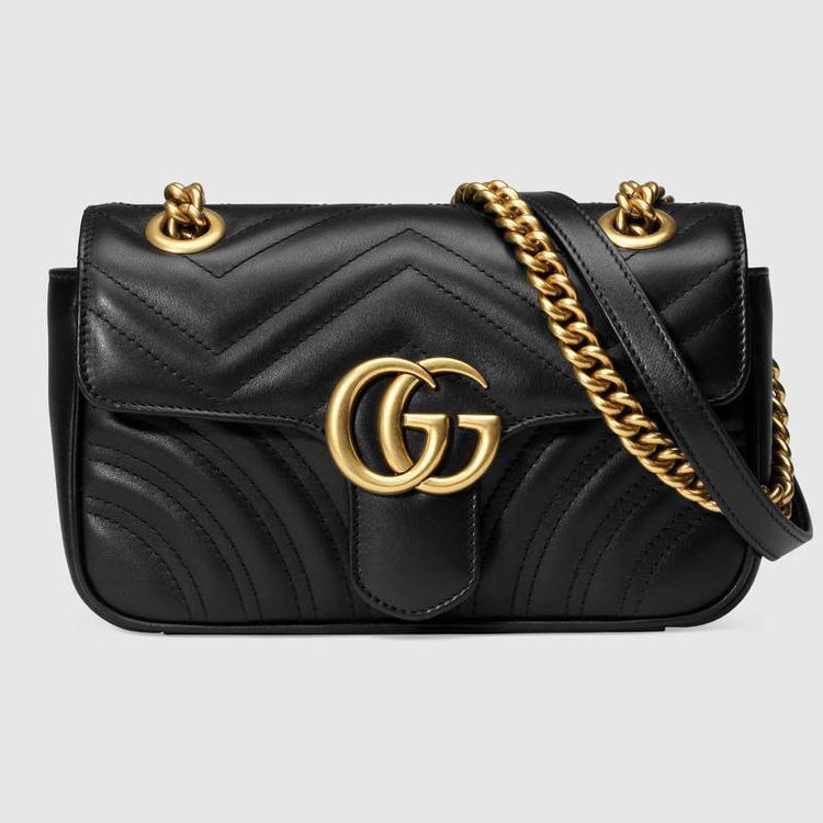 Chiếc túi Gucci trong BST hàng hiệu của Khánh Linh có tên đầy đủ là GG Marmont matelassé mini bag. Hiện tại sản phẩm này được bán với giá 1240 bảng Anh (tương đương gần 40 triệu đồng).