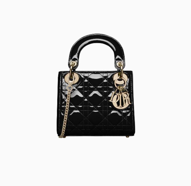 Chiếc túi có tên đầy đủ là Mini lady dior bag with chain in black patent cannage calfskin, tùy màu mắc, kích thước và chất liệu mà có giá dao động từ 55 đến 150 triệu đồng.