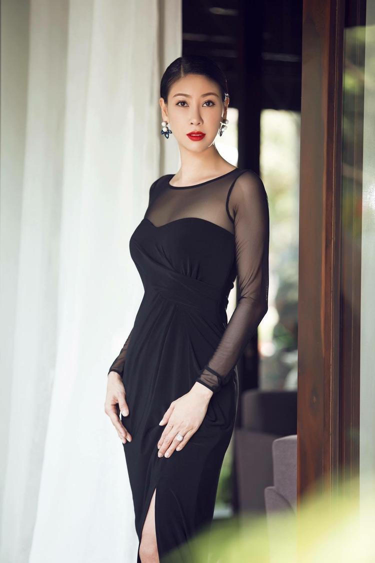 Hoa hậu Hà Kiều Anh là giám khảo trong đêm bán kết Hoa hậu biển Việt Nam toàn cầu 2018.