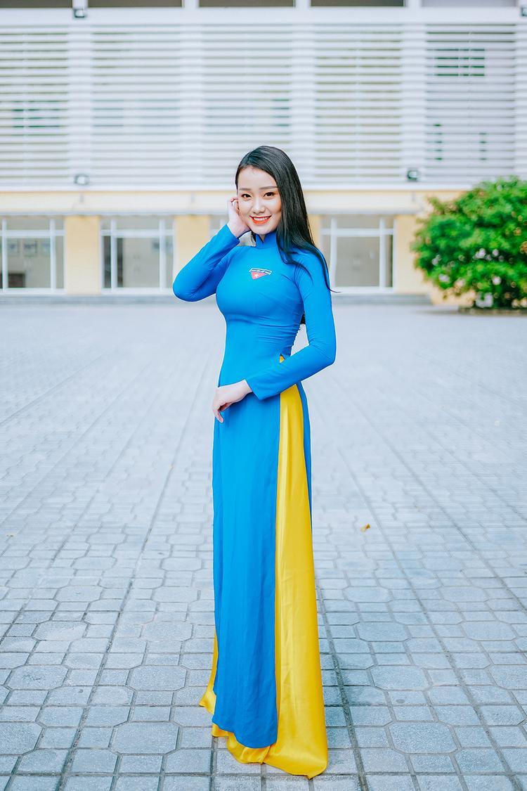 Bùi Thị Thu Trang là người dân tộc Mường, cô sở hữu nhan sắc rạng rỡ cùng vóc dáng chuẩn.
