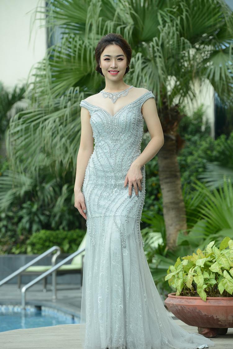 Phạm Hồng Nhung sở hữu vẻ đẹp sang trọng, cùng ánh mắt biết cười nhanh chóng gây ấn tượng với BGK ngay từ vòng loại.