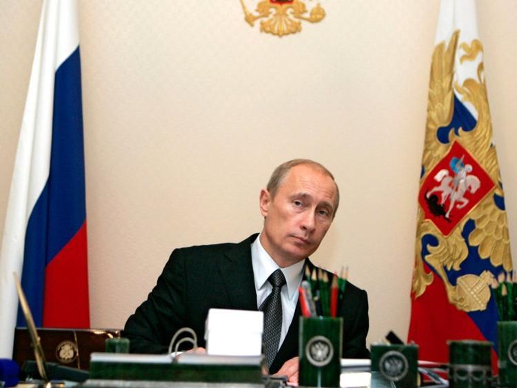 Tổng thống Nga Putin thường bắt đầu làm việc từ đầu giờ trưa. Đầu tiên, ông sẽ dành thời gian để đọc các bản tin tức tóm tắt, gồm những tin tình báo trong nước và đối ngoại, cũng như các đoạn clip từ truyền thông Nga và quốc tế.